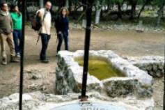 La directora de la Fundación Biodiversidad en Mallorca visitando una finca con un acuerdo de custodia
